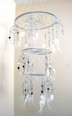 New Diy Dream Catcher Mobile Baby Wind Chimes 46 Ideas Dreams Catcher, Sun Catcher, Los Dreamcatchers, Dream Catcher Mobile, Making Dream Catchers, Diy And Crafts, Arts And Crafts, Ideias Diy, Bijoux Diy