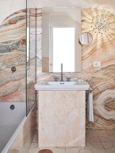This incredible bathroom detail belongs to the Palazzo Avino hotel, located in Ravello. The mixture of textures and shapes gives this bathroom interior a special appeal.