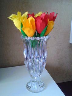 Le creazioni di Carmen: Tulipani multicolor in carta crepspa Vase, Home Decor, Decoration Home, Room Decor, Vases, Home Interior Design, Home Decoration, Interior Design, Jars