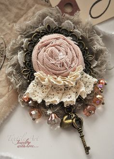 Use the lace scrap like this Cloth Flowers, Lace Flowers, Fabric Flowers, Fabric Flower Brooch, Fabric Flower Tutorial, Textile Jewelry, Fabric Jewelry, Brooches Handmade, Handmade Flowers