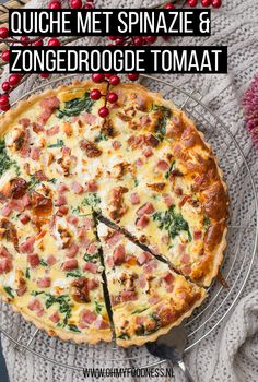 Video: Quiche met spinazie en zongedroogde tomaat - OhMyFoodness Oven Dishes, Dinner Dishes, Quiche Lorraine Recipe, Healthy Recepies, College Meals, Feel Good Food, Dutch Recipes, Brunch, Food Design