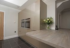 Champagne kitchen door finishes have a subtle surface shimmer,making them a great choice for feature units. Built in appliances ensure a streamlined and neat finish.