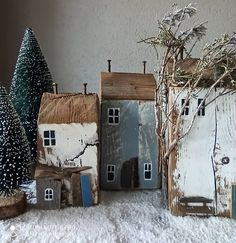 rustic christmas Carin on - Rustic Christmas, Winter Christmas, Vintage Christmas, Diy Christmas Decorations Easy, Diy Crafts To Do, Driftwood Art, Miniature Houses, Little Houses, House In The Woods
