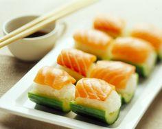 Kurkkuveneet sushin tapaan Cantaloupe, Sushi, Fruit, Winter Wonderland, Ethnic Recipes, Food, Eten, Meals, Sushi Rolls