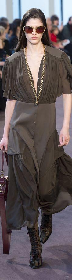 Fall 2018 RTW Chloé Fashion 2018, Runway Fashion, Fashion Outfits, Womens Fashion, Fashion Trends, Brown Fashion, High Fashion, Autumn Fashion, Everyday Dresses