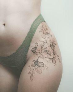 Flower Hip Tattoos, Hip Thigh Tattoos, Floral Thigh Tattoos, Hip Tattoos Women, Beautiful Flower Tattoos, Feminine Tattoos, Tattoo Hip, Best Tattoo, Side Thigh Tattoos Women