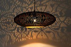 Ufo-model-ovaal-filigrain-hanglamp-goud-gaatjes
