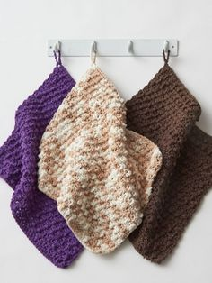 Free Pattern - These super-textured dishcloths work up quickly and make cleaning up a breeze! #crochet #dishcloth