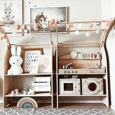 Wir wünschen euch einen sonnigen guten Morgen und einen schönen Wochenstart aus dem Spielbogen der lieben Ilona von @3elfenkinder!   #rainbow #stringlights #lichterkette #goodmoods #cottonballs #spielbogen #woodentoys #kidsroom #interiordesign #kidsinterior #kinderzimmer #cologne #mrmaria #grimms #miffy #zuhause #montag #morgen #dekoration #lovely #colors