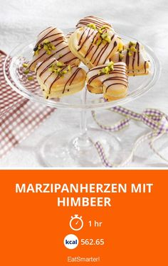 Marzipanherzen mit Himbeer Marzipan hearts with raspberry - smarter - calories: kcal - time: 1 hour Delicious Cake Recipes, Yummy Cakes, Dessert Recipes, Marzipan, Easy Sweets, Winter Desserts, Cheesecake, Birthday Desserts, Eat Smarter