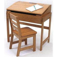We love this old-fashioned school desk! $91.68  http://www.thedeskguide.com/school-desk-reviews/  #school #desk