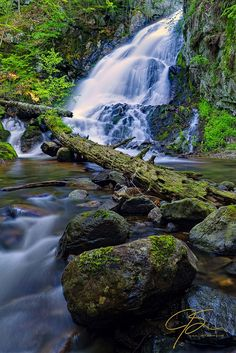 Falling Waters: 6 Tips For Photographing Waterfalls --Posted by Jeff Sinon on Sep 6, 2014