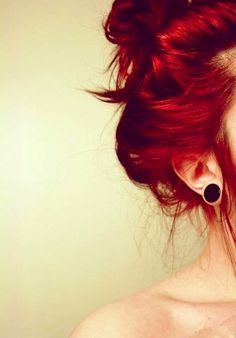 I want this hair color and these amazing gages!!