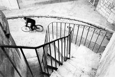 Henri Cartier Bresson (1908-2004).  Un gran maestro en el que el instante decisivo lo era todo, sus imágenes transmiten la maestría a la hora de capturar instantes únicos, con un control técnico impresionante. Además fue uno de los fundadores de la mítica agencia Magnum. Huelga decir que es uno de mis fotógrafos predilectos.