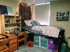 I like what she did to cover up the windows. Dorm Life, College Life, University Dorms, Teen Girl Bedrooms, College Dorm Rooms, Cool Rooms, My Room, James Madison University, Dorm Stuff