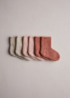 Crochet Socks, Knitting Socks, Baby Knitting Patterns, Baby Patterns, Baby Cardigan Knitting Pattern, Yarn Projects, Knitting Projects, Handgemachtes Baby, Knitted Baby Clothes