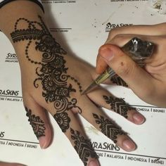 EID HENNA with SyraSkins ============== 1st July to 5th July 2016 12pm to…