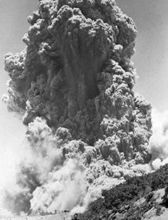 IRAZU VOLCAN ERUPTION, CARTAGO, 1963. Volcan Eruption, Roman Names, Lava Flow, Beautiful Disaster, Creative Pictures, Wild Nature, Fauna, Natural Disasters, Central America