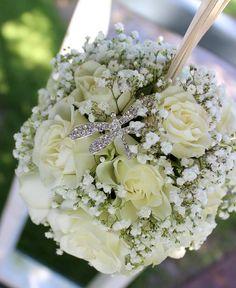 Kissing ball for the #flowergirl for the wedding of @karliablank. Hi little dragonfly! #sprayroses #babysbreath #flowergirls #kissingball #thefloralcottageflorist