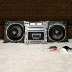 Müzik keyfi yatakta devam ediyor.