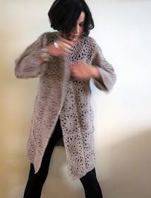 omⒶ KOPPA: Kukkamandalaruutu - VILLATAKKI - omA variaatio Pull Crochet, Crochet Coat, Crochet Cardigan, Crochet Clothes, Crochet Stitches, Crochet Patterns, Doily Art, Mandala Yarn, Fur Coat