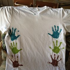 Father's Day handprint t-shirt. Maybe have him wear it while the kids hug him with paint on their hands, to remember how tall they were when they hugged him! Kids Hugging, Look What I Made, Diy Crafts For Kids, Craft Ideas, Painting For Kids, Happy Fathers Day, Holiday Crafts, How To Memorize Things, Hand Painted