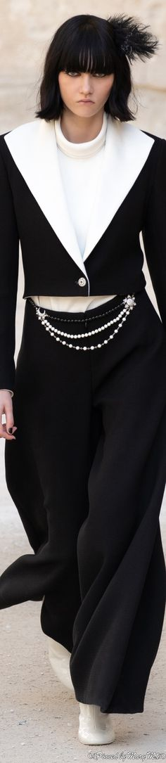 Coco Chanel Mademoiselle, Chanel Resort, Saab, Chanel Couture, Black White Fashion, Fashion Design, Fashion Trends, Fashion Ideas, Beautiful Dresses