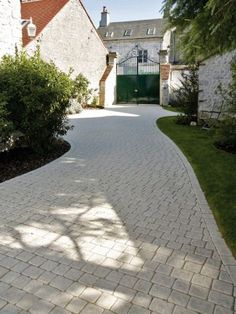 Paved driveways for the driveway to the garage - Garden Paths