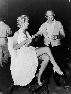 American actor Marilyn Monroe - holds a script while sitting next to Austrian-born director Billy Wilder - on the set of his film, 'The Seven Year Itch'. Monroe is wearing a white halter dress with a pleated skirt. (Photo by Hulton Archive/Getty Images) Joe Dimaggio, Martin Scorsese, Stanley Kubrick, Alfred Hitchcock, James Dean, 7 Year Itch, Marilyn Monroe Fotos, Billy Wilder, Cinema Tv