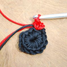 Get those hooks out. here's a free Remembrance Poppy Crochet Pattern. Poppy Crochet, Crochet Poppy Free Pattern, Bobble Crochet, Crochet Flower Tutorial, Crochet Dishcloths, Crochet Flower Patterns, Crochet Ideas, Crochet Stitches, Crochet Doilies