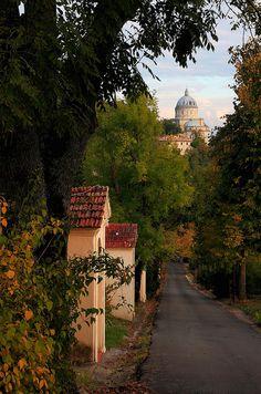 La Cupola Bramantesca del Tempio di Santa Maria della Consolazione vista dalla Via Crucis di Montesanto,Umbria Italy