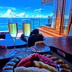 """☀️☀️☀️""""Que o amor seja a melhor forma de começar e terminar o dia."""" #honeymoon #maldivas #weddingroelu #love @lrsawaya"""