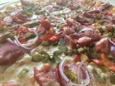 Maxx-pizza taraneasca pe vatra incinsa cu lemne
