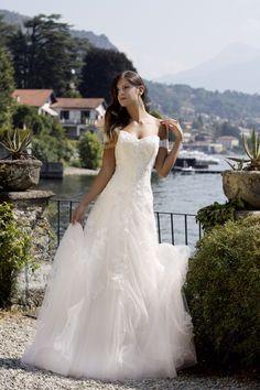 ed6aa4eb4ede  TosettiComo  AlessandroTosetti Tulle pizzo delicatissimo per un abito  intero romantico e giovane  Collezione2016