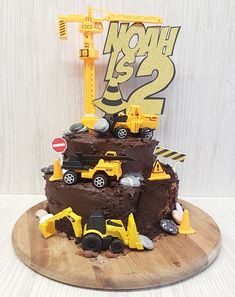 Construction/ digger cake, handmade by me for my little boys birthday! Name and age sign - hand cut x