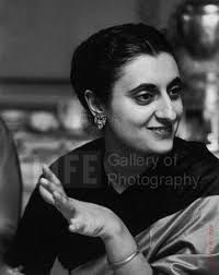 Childhood Pictures of Celebrities Actors Actress: Indira Gandhi childhood rare pictures Famous Pictures, Rare Pictures, Rare Photos, Vintage Photos, History Of India, Women In History, Panama Red, Indira Ghandi, Freedom Fighters Of India