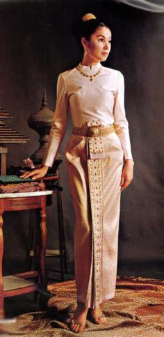 1000 images about thai wedding dress on pinterest thai for Thai style wedding dress