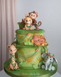 I had opportunity to create a show pieces (as a guest) for cake convention in Colombo this year…since i like to create figurines the most, i had chosen animals as one of the options. So, this design happened and made me very happy and confident,. Jungle Safari Cake, Jungle Birthday Cakes, Jungle Theme Cakes, Safari Cakes, Animal Birthday, First Birthday Cakes, Zoo Cake, Girl Birthday Decorations, Friends Cake
