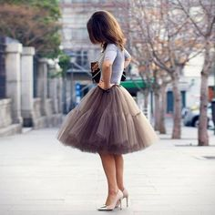 FASHİON TV 50 Awesome Looks with Tulle Skirt. It is so beyond the point of me needing a tulle skirt. Fashion Tv, Fashion Line, Love Fashion, Diy Tulle Skirt, Chiffon Skirt, Tulle Skirts, Tulle Tutu, Winter Mode Outfits, Winter Fashion Outfits