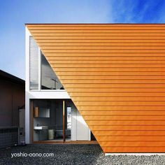 House in Wakayama Japan - Casa contemporánea japonesa con un techo envolvente