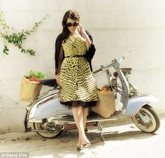 Nigella Lawson & a Vespa. Doesn't get much better. Harriet Andersson, Fashion Tv, Fashion Outfits, Nigella Lawson, Scooter Girl, Girl Inspiration, Lingerie Models, Curvy, Beautiful Women