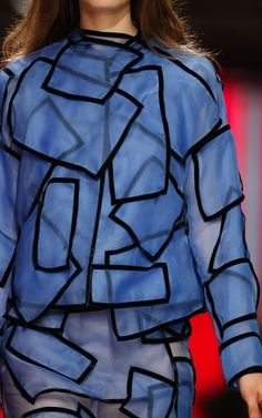 Christopher Kane Fall 2013 Ready-to-Wear Fashion Show Cubism Fashion, Fashion Art, Fashion Show, Fashion Design, Couture Fashion, Anti Fashion, Christopher Kane, Textiles, Geometric Fashion