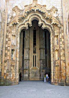 67. EL MONASTERIO DE BATALHA, MATEUS FERNANDES  entre 1490 y 1515 trabajo en el…