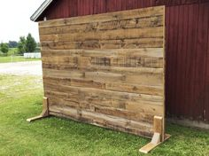 Discover thousands of images about Photo Booth Frame DIY Pine Wood Frame wedding photo backdrop or arch Decoration Cocktail, Craft Font, Pallet Walls, Pallet Fence, Diy Pallet, Photos Booth, Palette Diy, Craft Fair Displays, Backdrop Stand