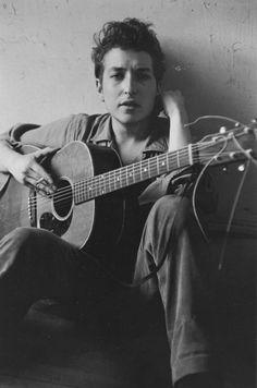 JOHN-COHEN,-Bob-Dylan-In-My-Loft,-1962-copy