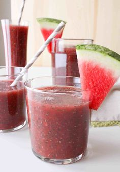 Watermelon Chia Fresca: refreshing and healthy summer beverage from The Grateful Grazer. Fresca Drinks, Smoothie Drinks, Fruit Smoothies, Healthy Smoothies, Healthy Drinks, Healthy Snacks, Healthy Recipes, Drink Recipes, Vegetarian Recipes