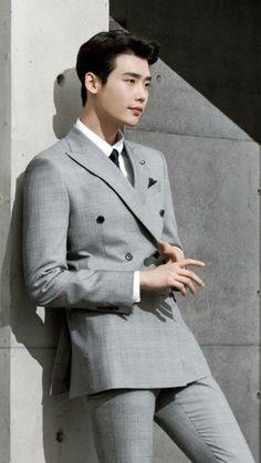 10 sexy photos of Lee Jong Suk slaying in a suit to get you through hump day Simon Lewis, Suwon, Asian Actors, Korean Actors, Asian Boys, Asian Men, K Pop, Lee Jong Suk Wallpaper, Park Bogum