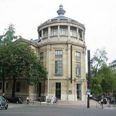 Musee Guimet - Asian Art Museum in Paris.  Le musée national des arts asiatiques - Guimet, auparavant appelé musée Guimet, est un musée d'art asiatique situé à Paris, 6 place d'Iéna dans le 16e arrondissement. Ce site est desservi par la station de métro Iéna. http://www.guimet.fr/fr/