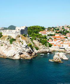 Au sud de la Croatie, non loin du Monténégro, terre aux charmes méconnus, Dubrovnik fascine et ne laisse aucun visiteur insensible.