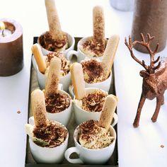 Tiramisu in 'n kopje Productfoto ID Shot Fall Desserts, Delicious Desserts, Dessert Recipes, Yummy Food, Brunch, High Tea, Food Inspiration, Love Food, Sweet Recipes